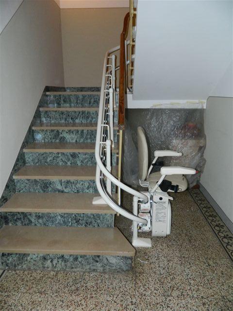 Montascale a poltroncina condominiale seniorlife a firenze for Montascale per disabili verona