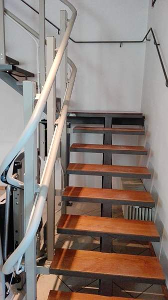 Montascale a pedana minimo ingombro per interni case - Scale minimo ingombro ...